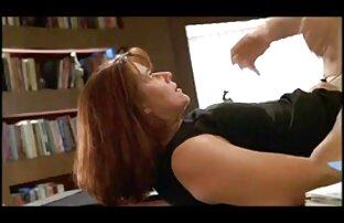لزبین درج دست او را در الاغ از سکس مشت صورتی غنیمت غیررسمی زن