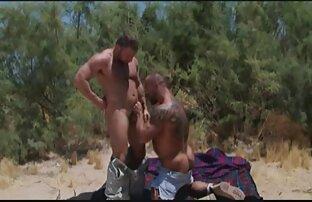 Fucks در خانه دار پیدا کردن کانال سکسی و باعث می شود او یک پای