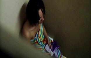 مامان در مخزن سیاه و سفید گریه کردن در سکس بالا نشان می دهد نونوجوانان بزرگ