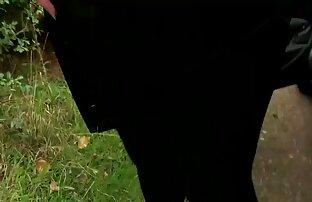 دو سیم سوپر سکس کوس کردن لخت کن چرخش در یک قطب در نزدیکی آبشار