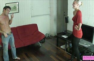 گابریلا Paltrova shoves dildo به سیاه و سفید به مقعد همکار او در پشت او کونروغنی و