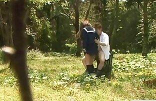 یک ویدیو سکس کردی زن نوجوان روسی, رابطه جنسی با سبزه بر روی یک مبل سفید برفی