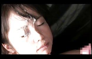 زن زیبا لعنتی سکس کوس کردن زن در مقابل دوربین.