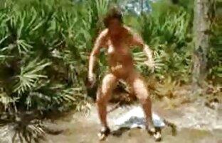 ورزش ها با بدن شفاف پاک بیدمشک او در یک ماشین جنسیت سکس ان کردن
