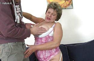 یک مرد با موهای عقب فاک بیدمشک چاق و چله و عمیق در دهان او, پس از حامله کردن سکسی آن صورت خود را با تقدیر پر