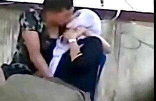 زن عرب در یک روسری مکیده آلت تناسلی مرد در آشپزخانه فیلم کردن کس و کون و به پایان رسید کار در اتاق خواب